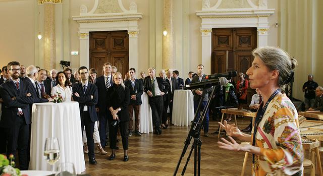 Eiropas Tiesību institūta prezidente Kristiāne Vendehorsta Latvijas Nacionālajā mākslas muzejā atklāj ikgadējo konferenci, kas šoreiz norisinājās Rīgā.