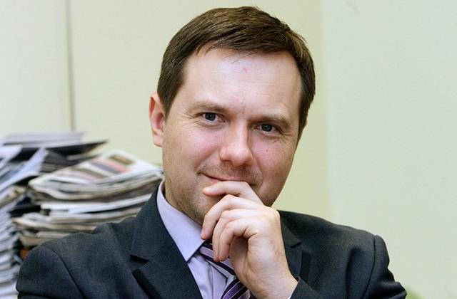"""Oskars Polmanis: """"Lasot Satversmes komentārus, secināju, ka mēs zinām, kas ir labklājība, bet nezinām, kā šī labklājība rodas. Tas, ka iestādes ir represīvie orgāni, izriet no tā, ka to budžetā ir rindiņa, kas saucas """"sodu plāns"""", kas nez kāpēc ir jāizpilda.""""Boriss Koļesņikovs"""