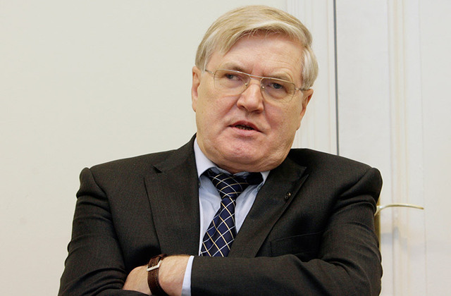 """Tālavs Jundzis: """"Diemžēl politika Latvijā ir lamuvārds, tas ir ļaunumu ļaunums. Bet jāatceras, ka patiesībā taču tas ir jautājums par sabiedrības pārvaldīšanu. Vārds """"partija"""" šobrīd atbaida. Ir jādomā par cēloņiem, kāpēc cilvēkiem ir tāda attieksme pret politiku un partijām.""""Boriss Koļesņikovs"""